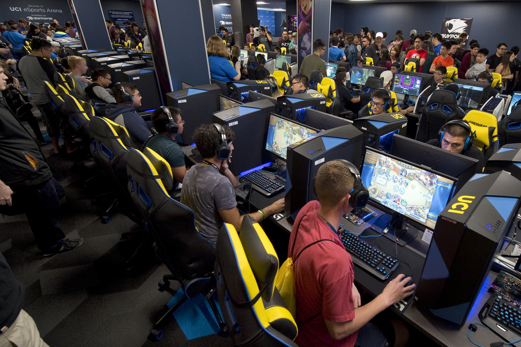 Should MCHS Have an eSport Club?